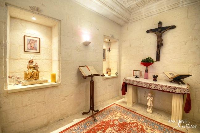 antique-limestone-chapel-limesotne-wall-cladding-marble-pedestal
