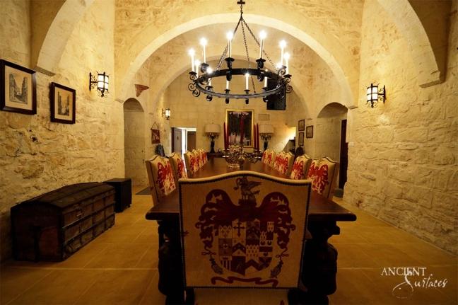 antique-limestone-flooring-in-antique-cottage-dining-room