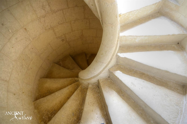 antique-limestone-stairway-spiral