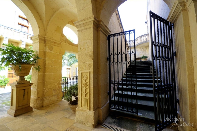 antique-outdoor-limestone-floors-biblical-stone-flooring-limestone-entryway