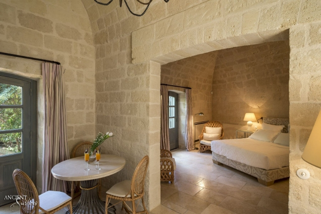 italian-master-bedroom-limestone-flooring-stone-wall-cladding