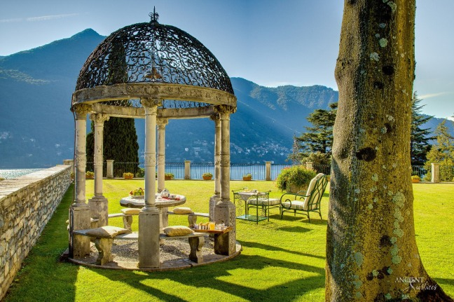italian-outdoor-garden-in-a-villa-in-sicily-italy