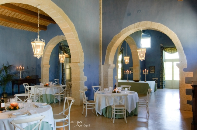 limestone-columns-dining-room