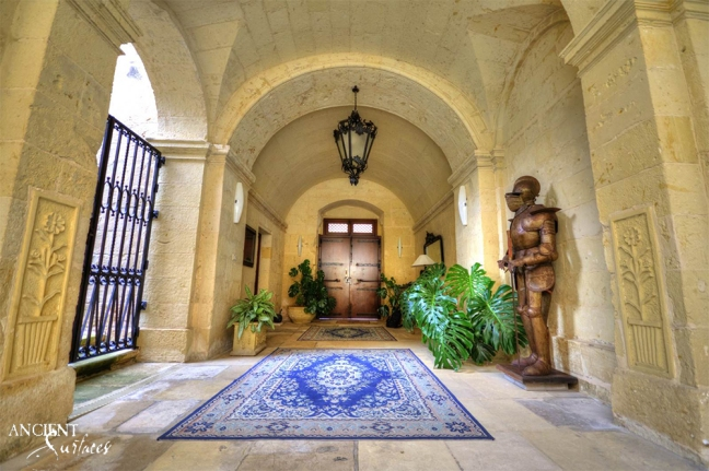 outdoor-limestone-flooring-castle-masnion-limestone-entryway-columns